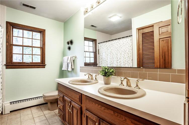 8812 Dunsmuir Drive Indianapolis IN 46260 | MLS 21710752 | photo 21