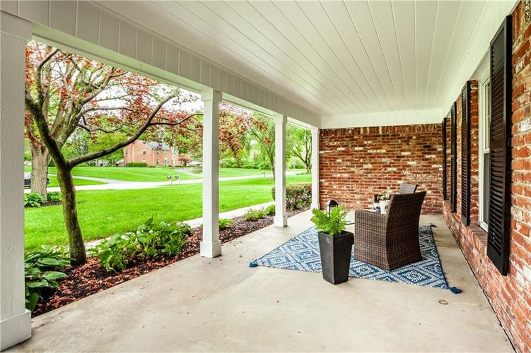 8812 Dunsmuir Drive Indianapolis IN 46260 | MLS 21710752 | photo 4