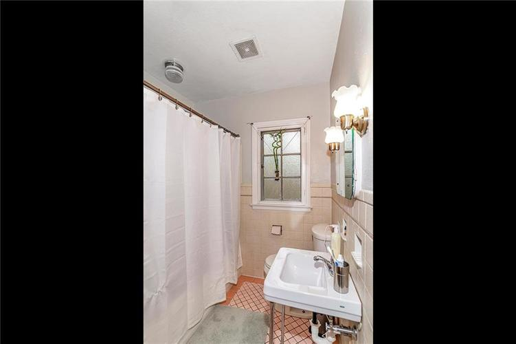 6401 CENTRAL Avenue Indianapolis IN 46220 | MLS 21710776 | photo 23