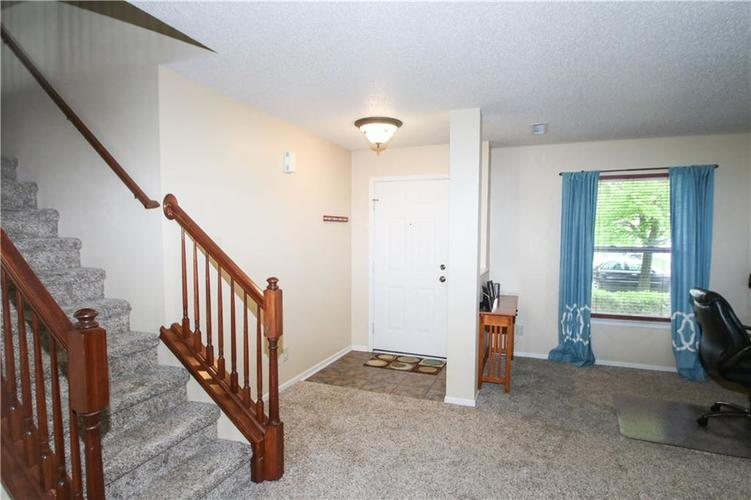 9923 Olympic Circle Indianapolis IN 46234 | MLS 21710778 | photo 4