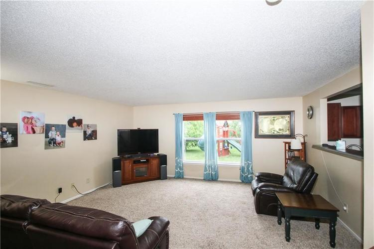 9923 Olympic Circle Indianapolis IN 46234 | MLS 21710778 | photo 5