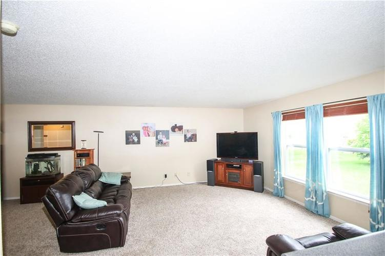 9923 Olympic Circle Indianapolis IN 46234 | MLS 21710778 | photo 6
