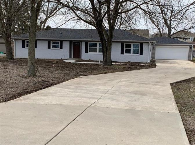 670 GRIFFITH Road Greenwood IN 46143 | MLS 21710981 | photo 1