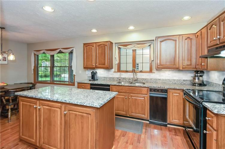 7428 Cherryhill Drive Indianapolis IN 46254 | MLS 21711023 | photo 10