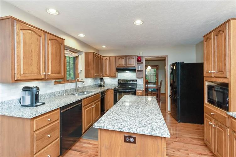 7428 Cherryhill Drive Indianapolis IN 46254 | MLS 21711023 | photo 11