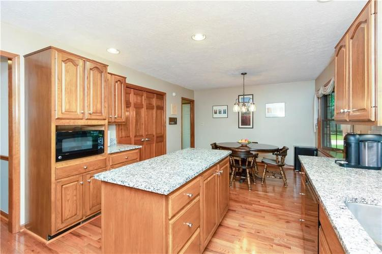 7428 Cherryhill Drive Indianapolis IN 46254 | MLS 21711023 | photo 12