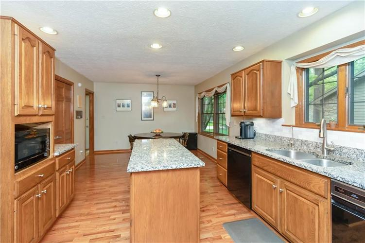 7428 Cherryhill Drive Indianapolis IN 46254 | MLS 21711023 | photo 13
