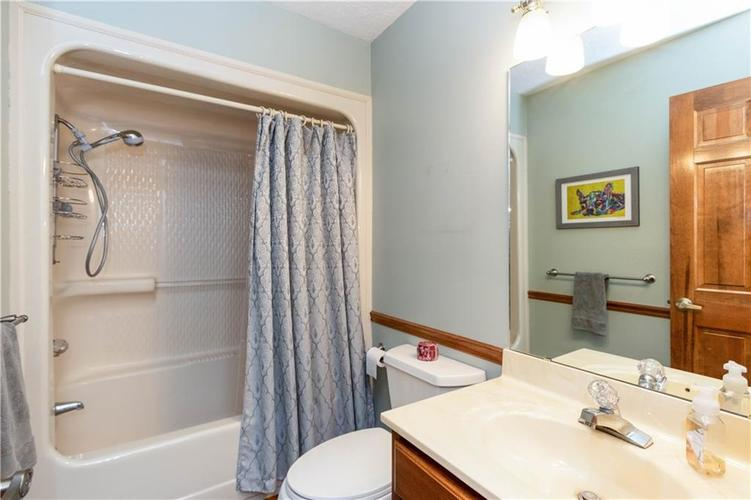 7428 Cherryhill Drive Indianapolis IN 46254 | MLS 21711023 | photo 15