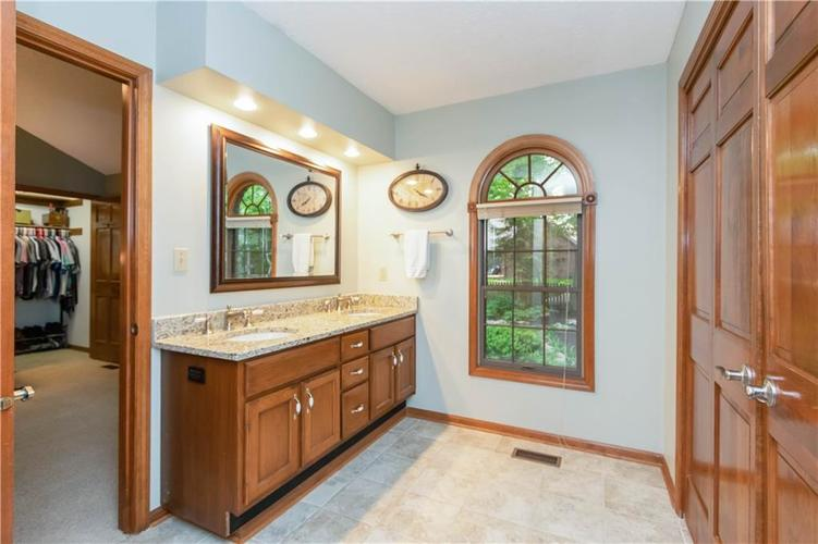 7428 Cherryhill Drive Indianapolis IN 46254 | MLS 21711023 | photo 19