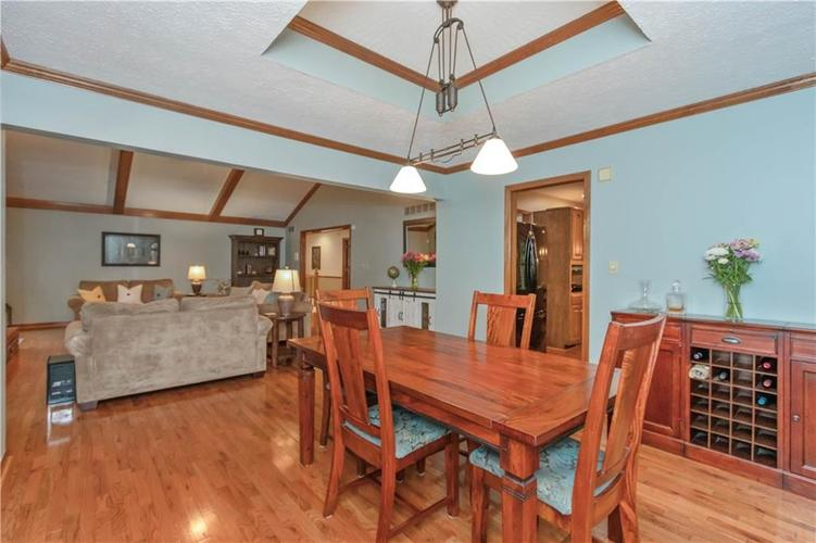 7428 Cherryhill Drive Indianapolis IN 46254 | MLS 21711023 | photo 4