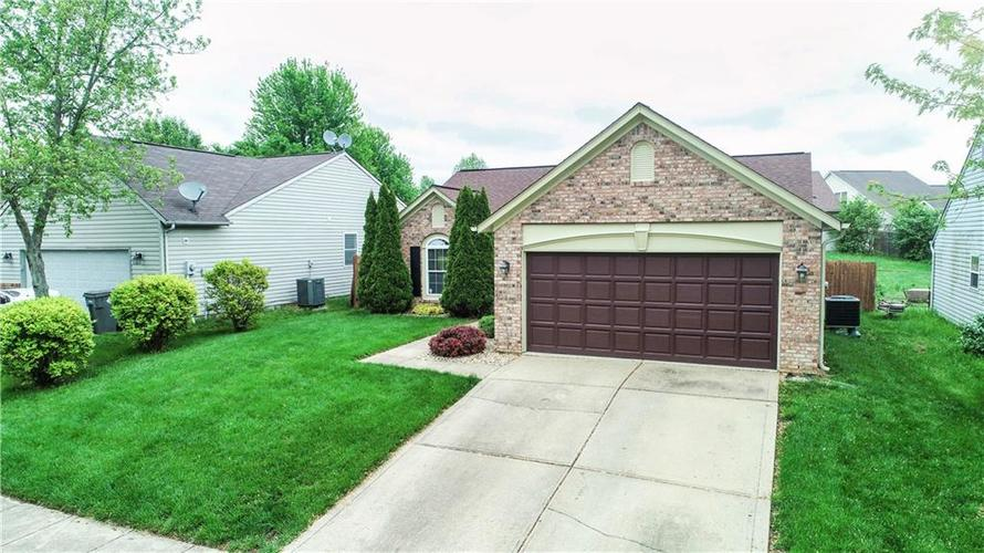 4407 Meadowsweet Court Indianapolis IN 46203 | MLS 21711057 | photo 2