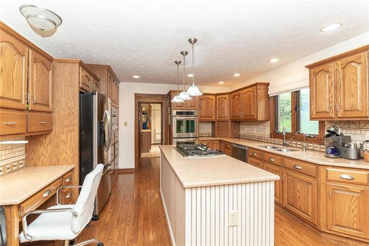 4625 Moss Lane Indianapolis IN 46237 | MLS 21711114 | photo 12