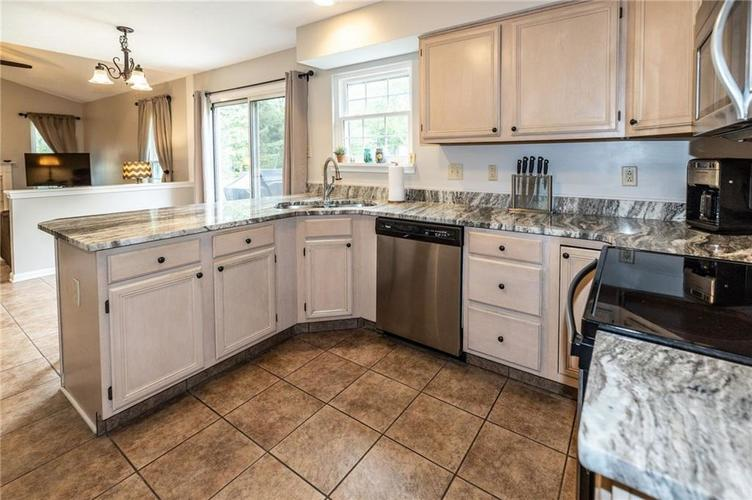 7982 Wolford Court Fishers IN 46038   MLS 21711180   photo 10