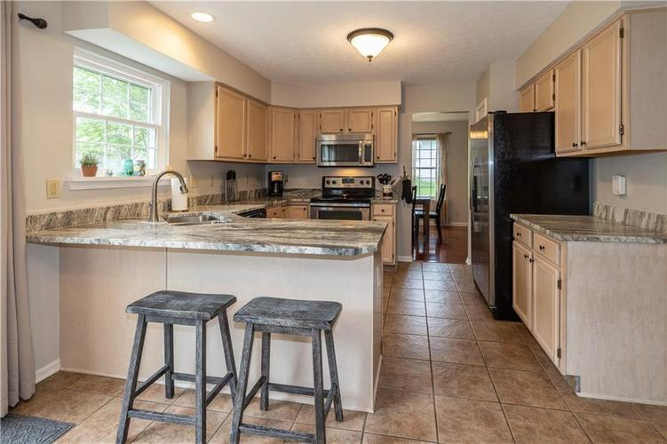 7982 Wolford Court Fishers IN 46038   MLS 21711180   photo 8