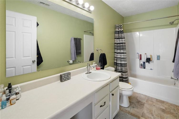 6608 Stanhope Drive Indianapolis IN 46254 | MLS 21711187 | photo 15