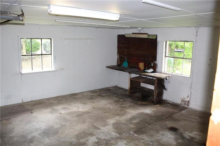 3221 W SMITH VALLEY Road Greenwood IN 46142   MLS 21711291   photo 13