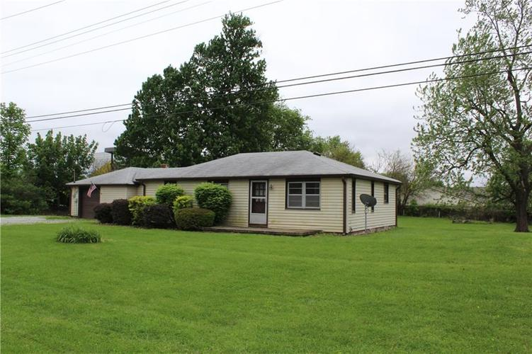3221 W SMITH VALLEY Road Greenwood IN 46142   MLS 21711291   photo 2
