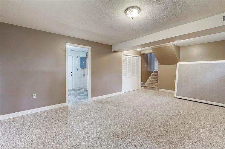 8079 Witherington Road Indianapolis IN 46268 | MLS 21711361 | photo 4
