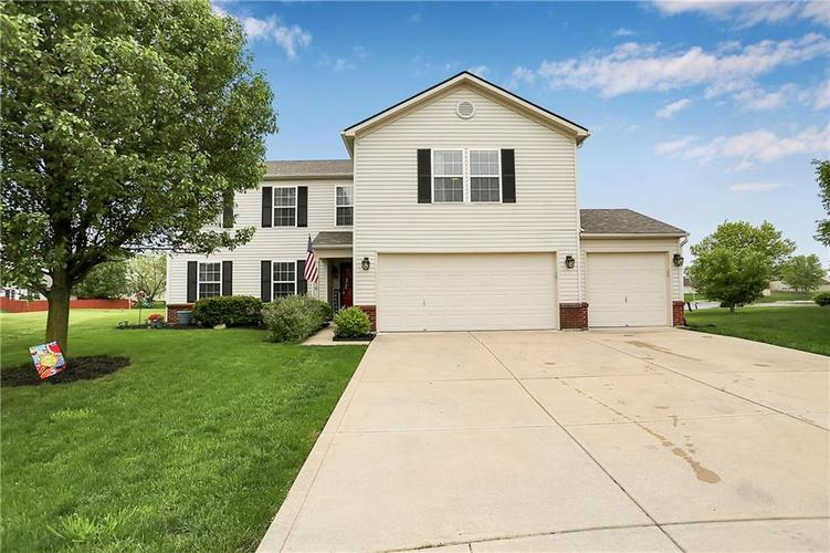 2719 CAMELOT Way Greenwood IN 46143 | MLS 21711397 | photo 1