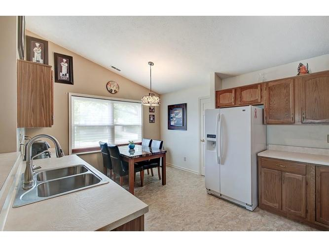 4130 Eagle Cove East Drive Indianapolis IN 46254 | MLS 21711558 | photo 2