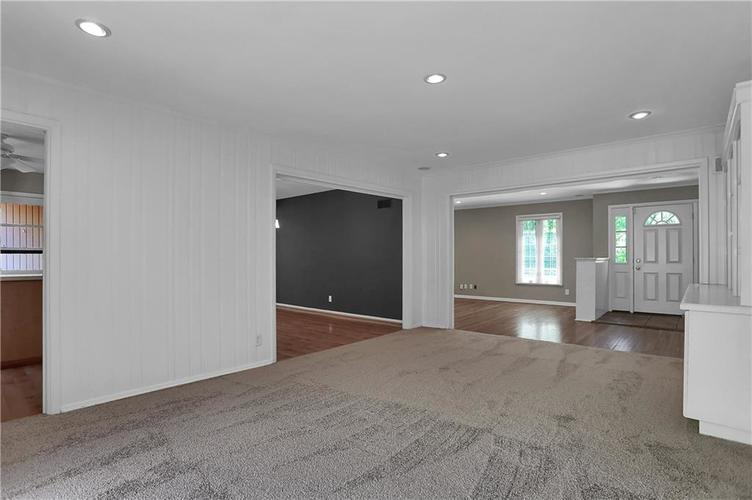 430 Spring Mill Lane Indianapolis IN 46260 | MLS 21711585 | photo 11