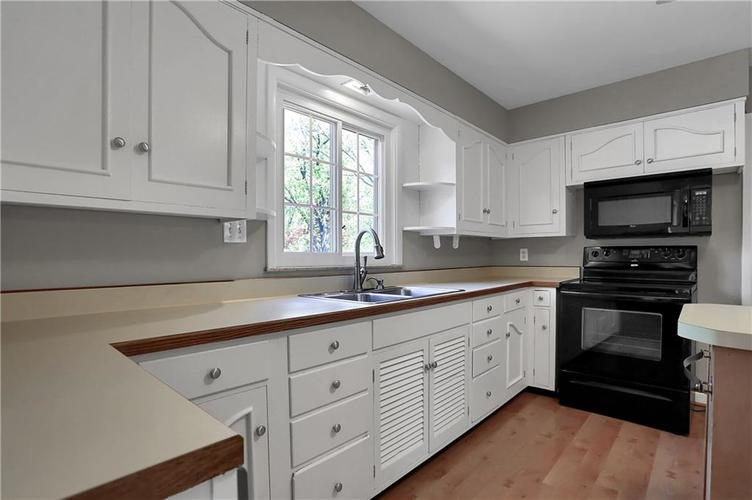 430 Spring Mill Lane Indianapolis IN 46260 | MLS 21711585 | photo 13
