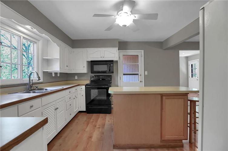 430 Spring Mill Lane Indianapolis IN 46260 | MLS 21711585 | photo 14