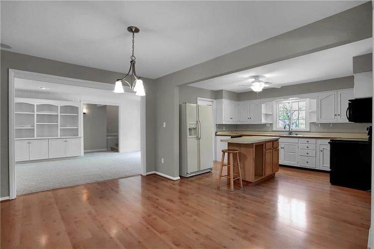 430 Spring Mill Lane Indianapolis IN 46260 | MLS 21711585 | photo 16
