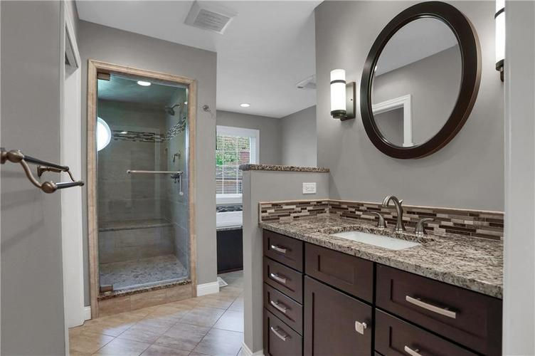 430 Spring Mill Lane Indianapolis IN 46260 | MLS 21711585 | photo 28