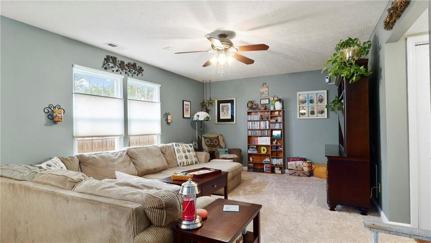 7233 Fields Drive Indianapolis IN 46239 | MLS 21711590 | photo 5