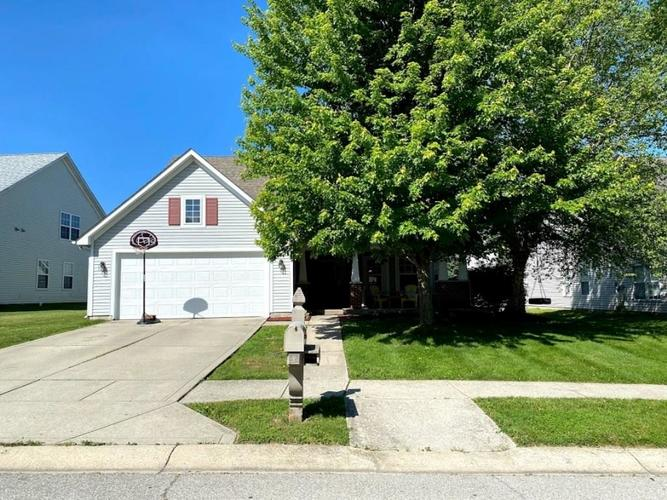 5124 Hickory Lake Drive Indianapolis IN 46235   MLS 21711622   photo 1