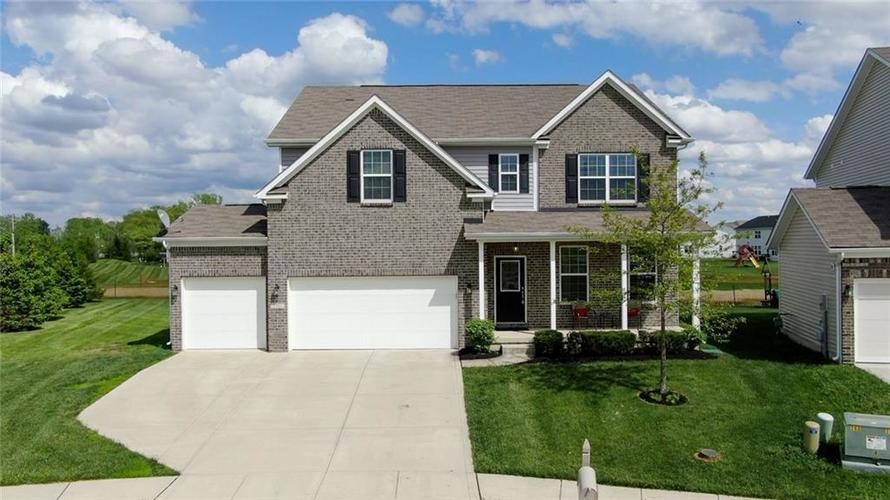7711 Eagle Point Circle Zionsville IN 46077   MLS 21711705   photo 1