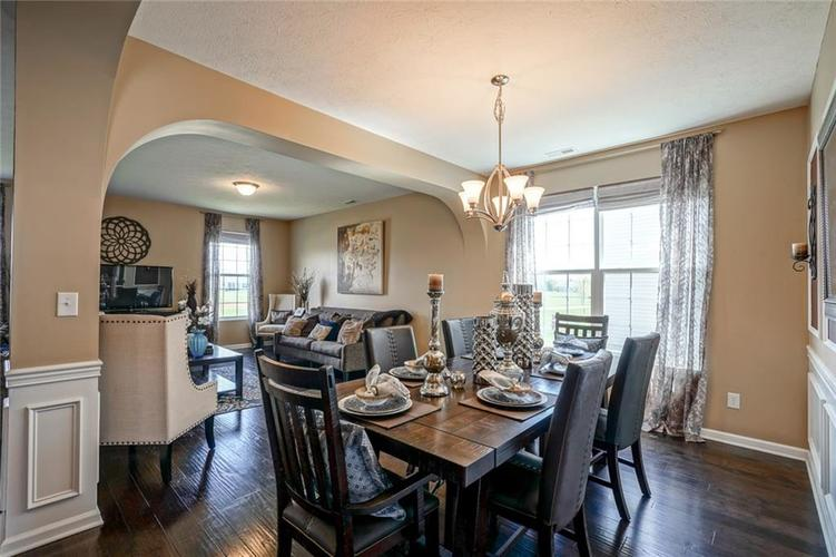 7711 Eagle Point Circle Zionsville IN 46077   MLS 21711705   photo 12