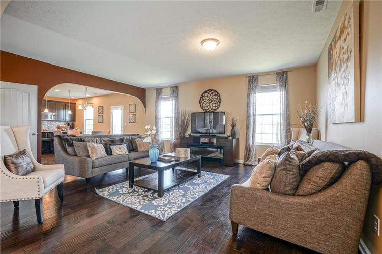 7711 Eagle Point Circle Zionsville IN 46077   MLS 21711705   photo 13