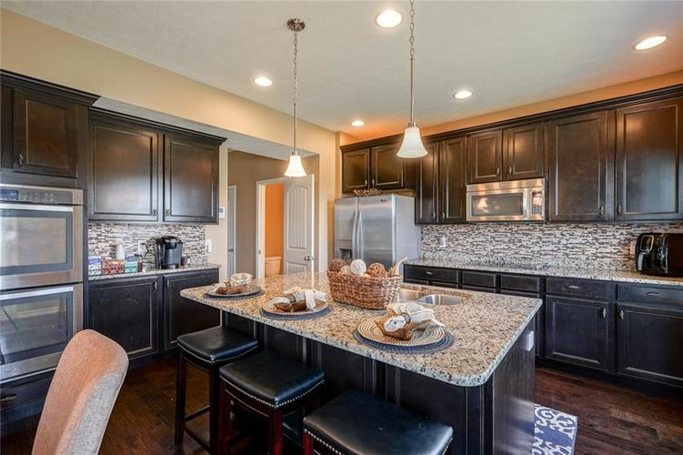7711 Eagle Point Circle Zionsville IN 46077   MLS 21711705   photo 17