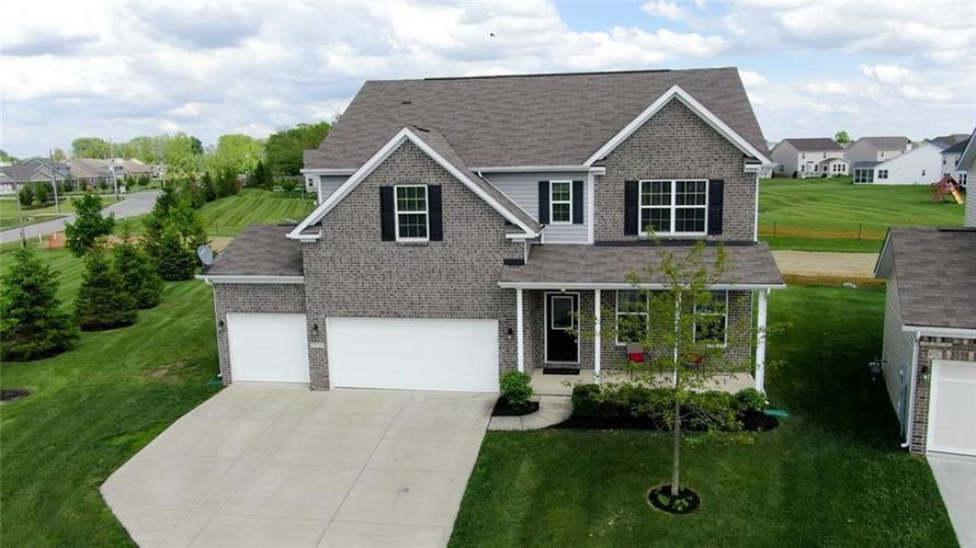 7711 Eagle Point Circle Zionsville IN 46077   MLS 21711705   photo 2