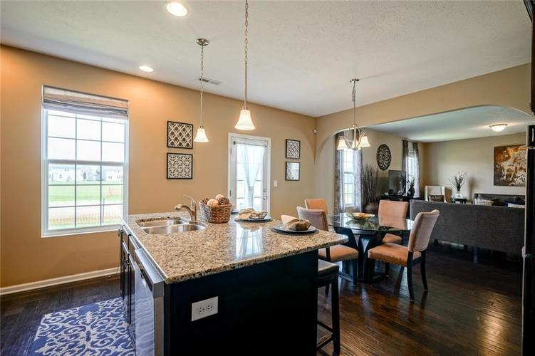7711 Eagle Point Circle Zionsville IN 46077   MLS 21711705   photo 21