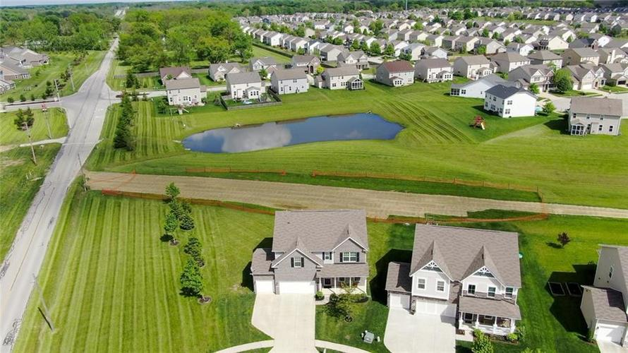 7711 Eagle Point Circle Zionsville IN 46077   MLS 21711705   photo 48