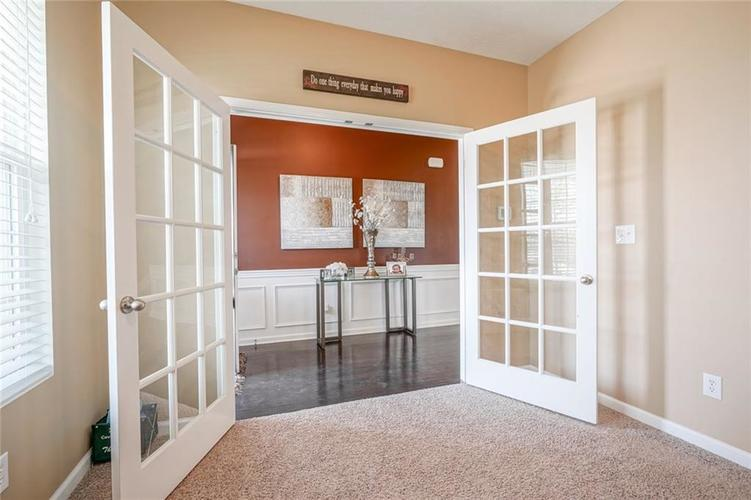 7711 Eagle Point Circle Zionsville IN 46077   MLS 21711705   photo 9