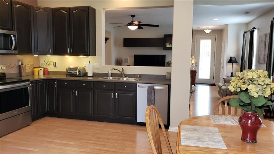 11194 Candice Drive Fishers IN 46038   MLS 21711723   photo 9