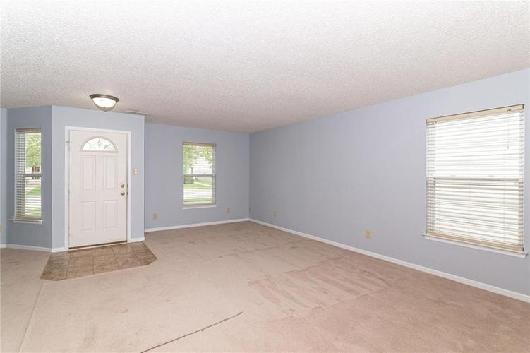 12933 Courage Crossing Fishers IN 46037 | MLS 21711770 | photo 2