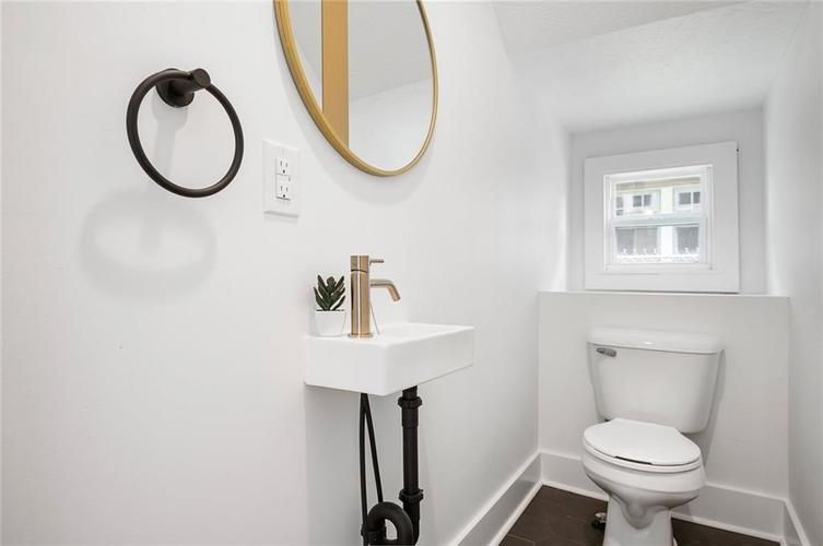 3950 Guilford Avenue Indianapolis IN 46205 | MLS 21711793 | photo 12