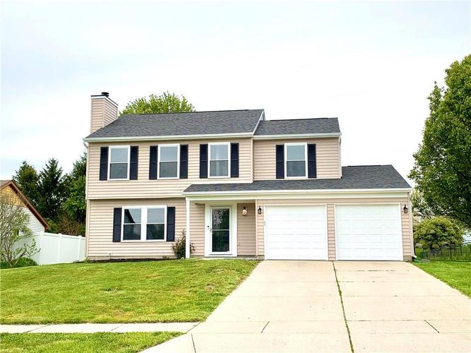 10626 E Creekside Woods Drive Indianapolis IN 46239 | MLS 21711872 | photo 1