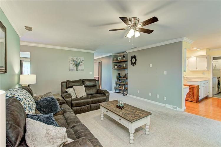 419 LINDSAY Court Indianapolis IN 46214 | MLS 21711906 | photo 11
