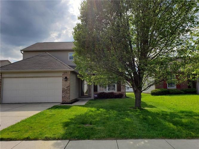 2630 Braxton Drive Indianapolis IN 46229 | MLS 21711923 | photo 2