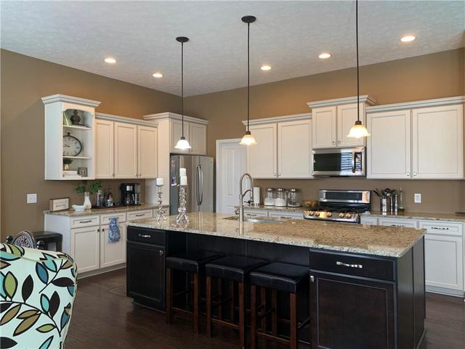 13668 Blooming Orchard Dr Drive Fishers IN 46038 | MLS 21711970 | photo 10