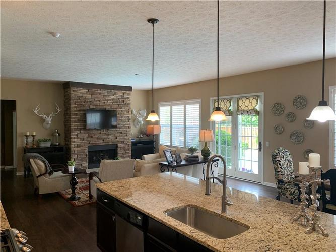 13668 Blooming Orchard Dr Drive Fishers IN 46038 | MLS 21711970 | photo 15