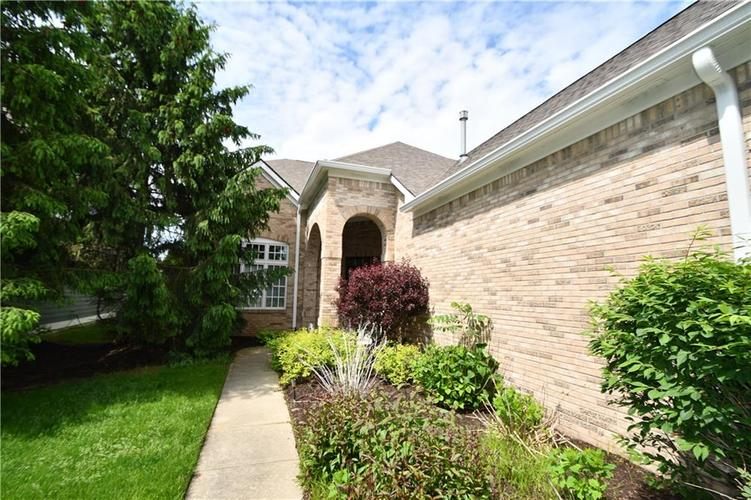 4825 E Crystal River Court E Indianapolis IN 46040 | MLS 21712191 | photo 2