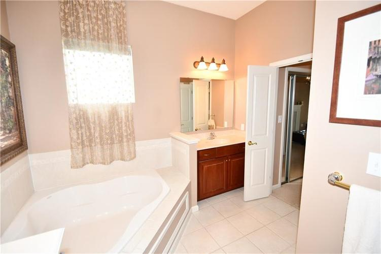 4825 E Crystal River Court E Indianapolis IN 46040 | MLS 21712191 | photo 23
