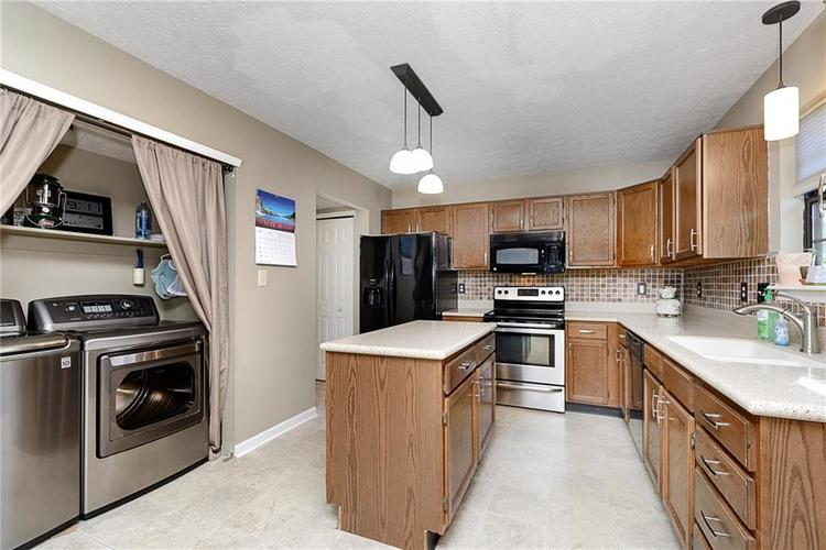 6481 Decatur Commons Indianapolis IN 46221 | MLS 21712253 | photo 10